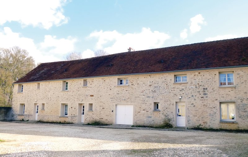 Stunning home in Vaudoy en Brie with WiFi and 3 Bedrooms (FIS022), vacation rental in Saint-Loup-de-Naud
