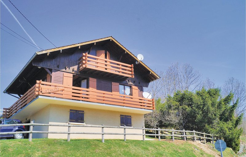 Nice home in Pontarlier with WiFi and 2 Bedrooms (FFD001), alquiler vacacional en Buttes