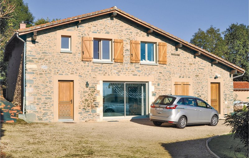 Awesome home in Mouzon with 4 Bedrooms (FJC048), holiday rental in Videix