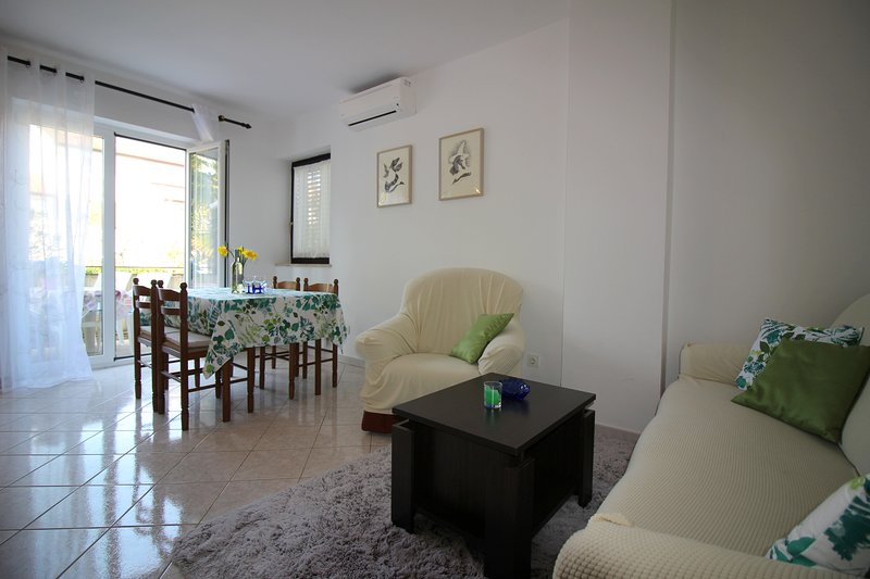 Apartment Livija 1, holiday rental in Cervar