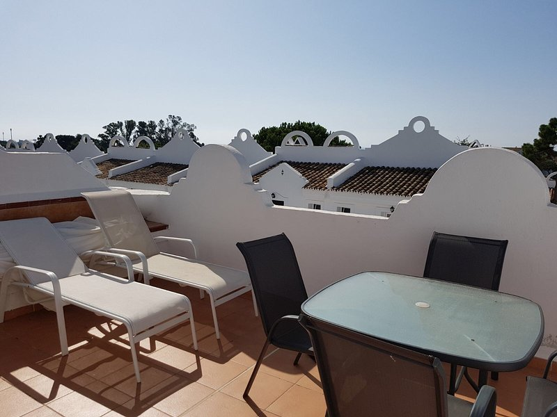 Nice apt with shared pool & terrace, vacation rental in Artola