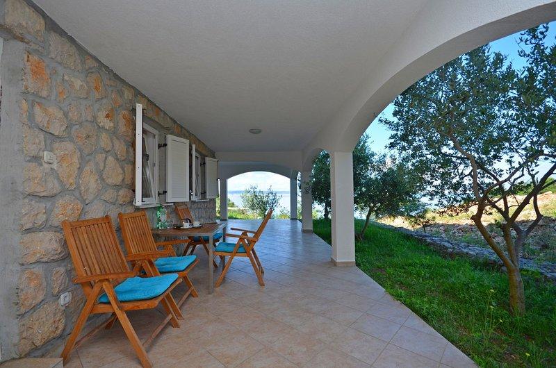 Apartments Mira, holiday rental in Kukljic