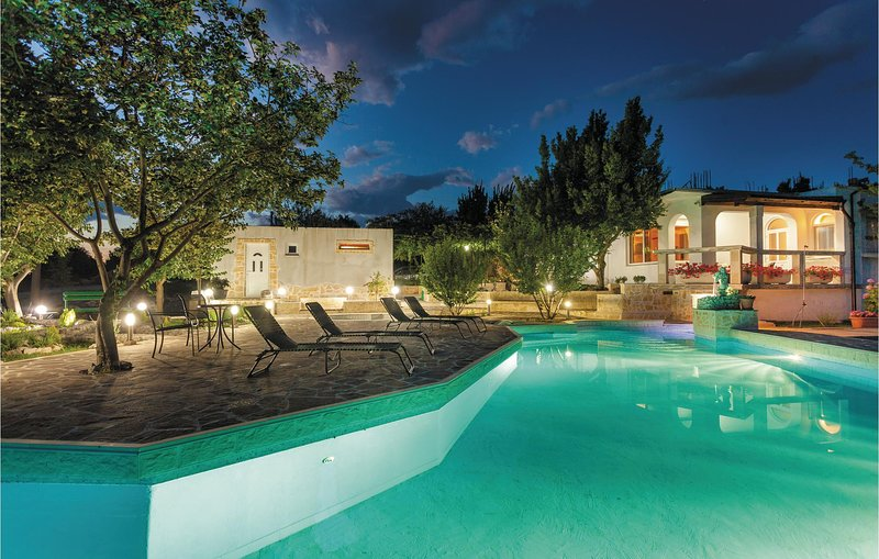 Amazing home in Srijane with WiFi and 2 Bedrooms (CDE303), casa vacanza a Ugljane