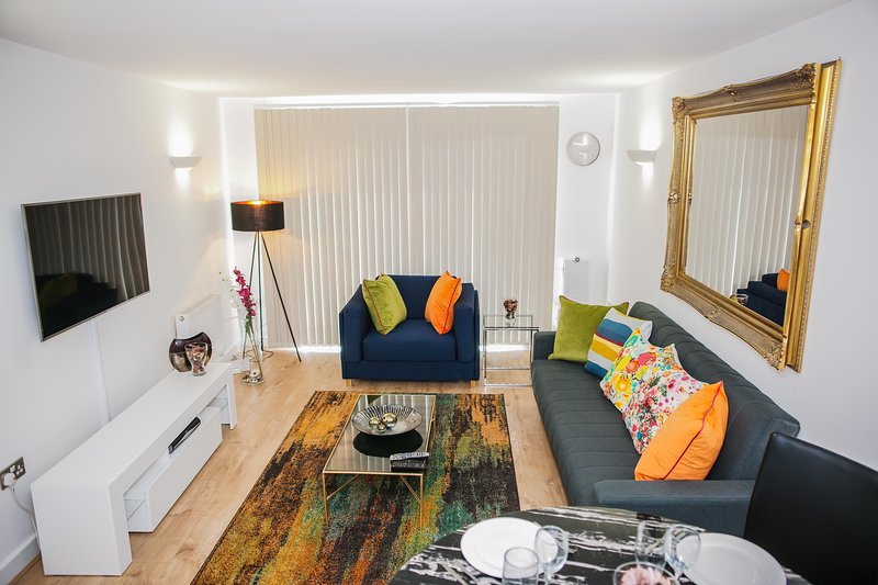 RIVERSIDE 2 BED APARTMENT, holiday rental in Barking
