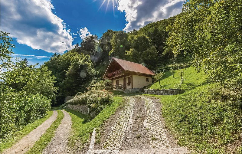 Stunning home in Lukovdol with 2 Bedrooms (CKB130), holiday rental in Bosiljevo