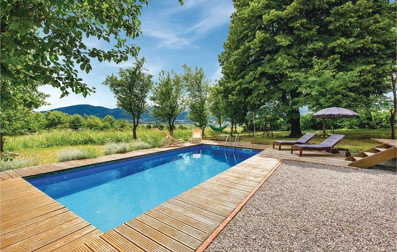 Nice home in Plaski with Sauna, Outdoor swimming pool and 3 Bedrooms (CKB120), alquiler vacacional en Plaski