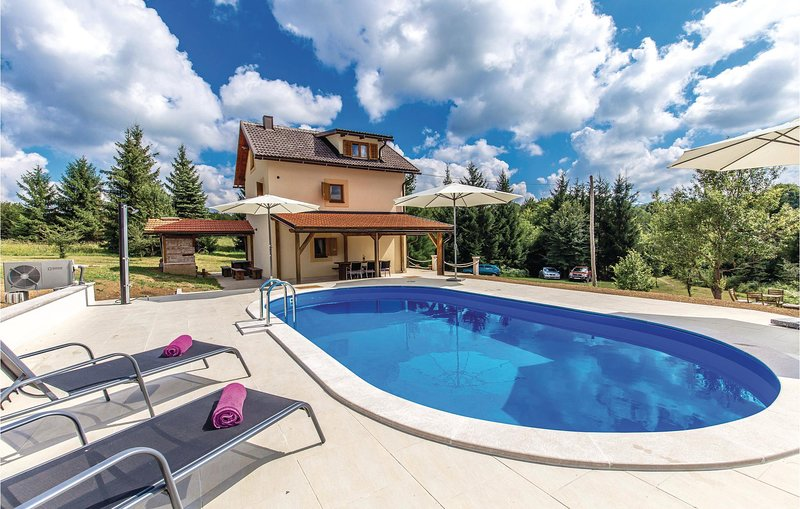 Beautiful home in Plaski with WiFi, 3 Bedrooms and Outdoor swimming pool (CKB149, holiday rental in Karlovac County