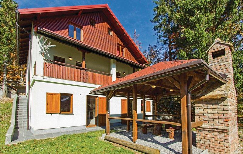 Stunning home in Brestova Draga with Sauna and 2 Bedrooms (CKB173), aluguéis de temporada em Begovo Razdolje
