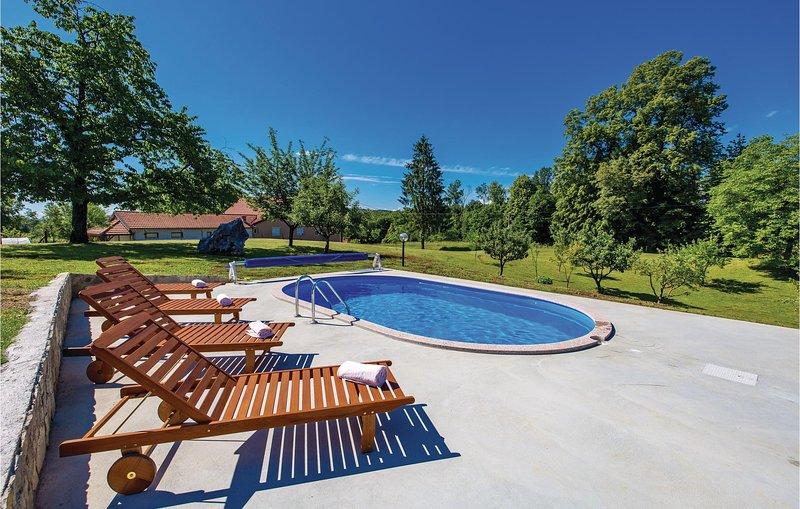 Nice home in Bosiljevo with WiFi and 2 Bedrooms (CKB245), holiday rental in Bosiljevo