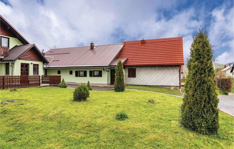 Beautiful home in Mrkopalj with WiFi and 2 Bedrooms (CKB293), aluguéis de temporada em Begovo Razdolje