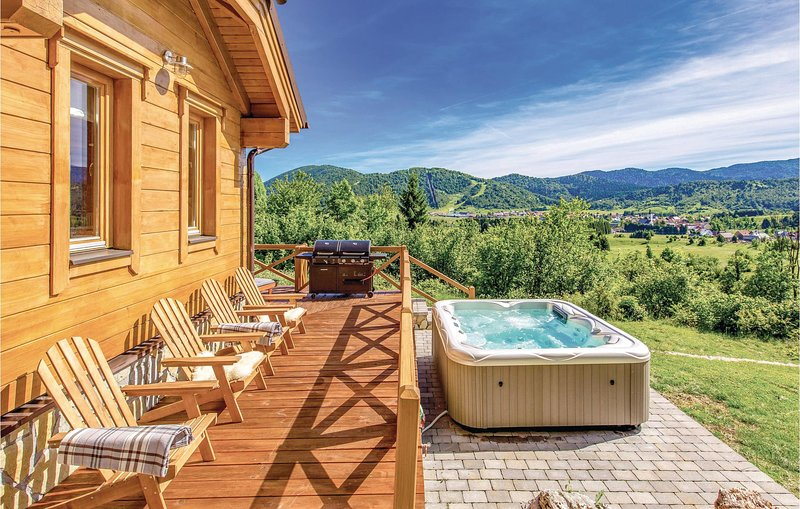 Nice home in Mrkopalj with Jacuzzi, Sauna and 3 Bedrooms (CKB291), aluguéis de temporada em Begovo Razdolje