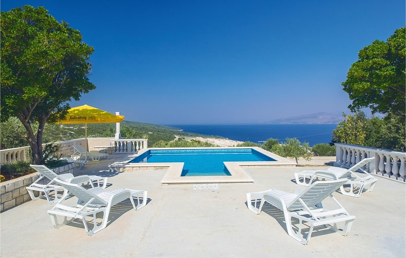 Stunning home in Pucisca with WiFi and 3 Bedrooms (CDB297), location de vacances à Pucisca