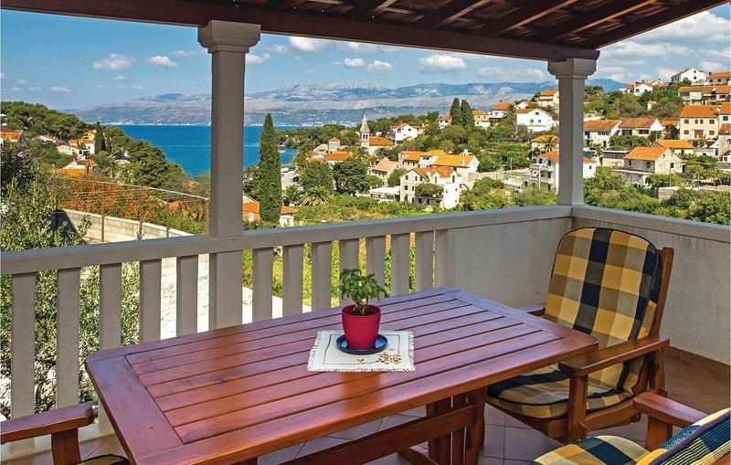 Nice home in Splitska with WiFi and 2 Bedrooms (CDB345), vacation rental in Skrip