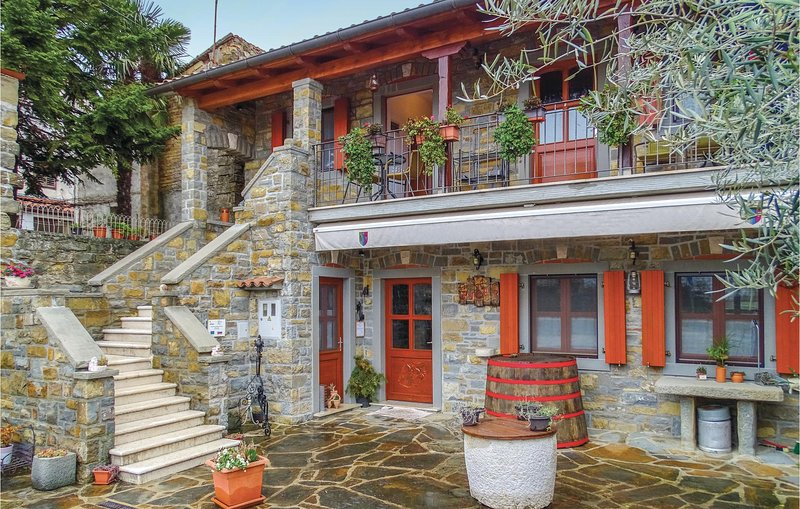 Stunning home in Smarje with WiFi and 0 Bedrooms (SCR200), location de vacances à Momjan