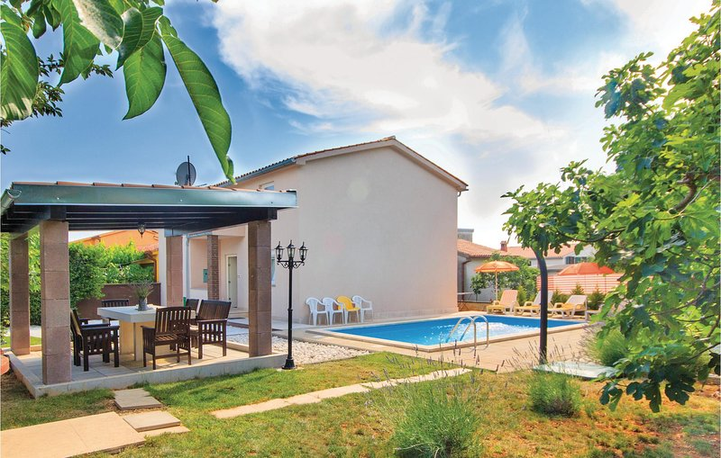 Awesome home in Pula with WiFi and 4 Bedrooms (CIP431), holiday rental in Skatari
