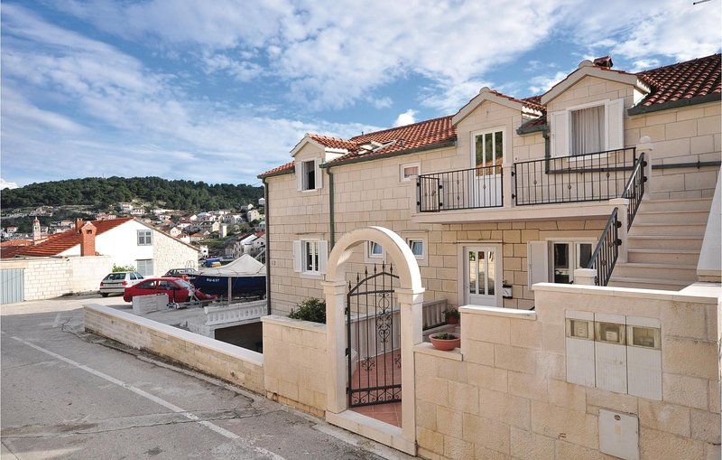 Stunning home in Pucisca with WiFi and 3 Bedrooms (CDB409), location de vacances à Pucisca