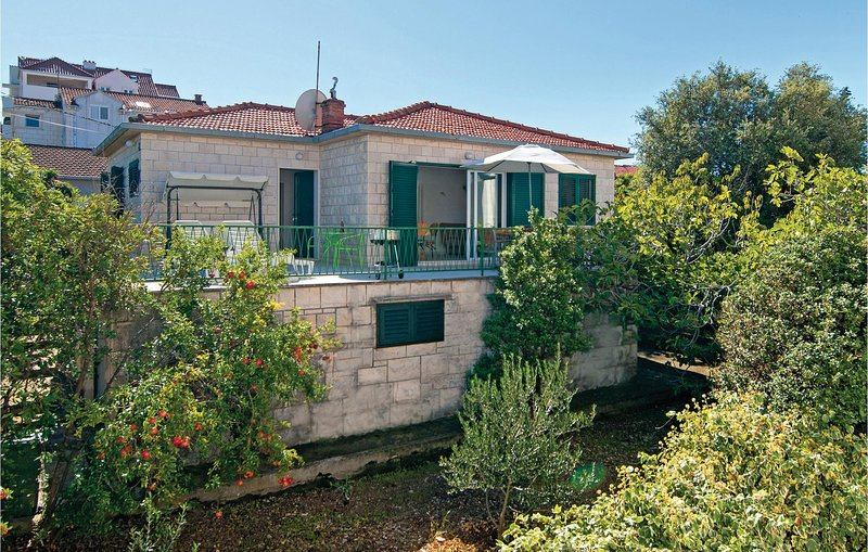 Amazing home in Supetar with WiFi and 3 Bedrooms (CDB461), holiday rental in Sumpetar