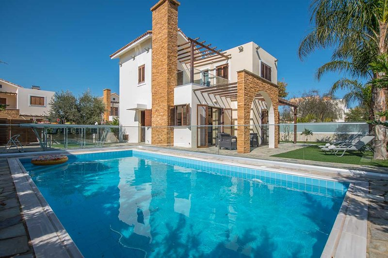 Ionion Holiday Sea View Villa, alquiler vacacional en Xylophagou