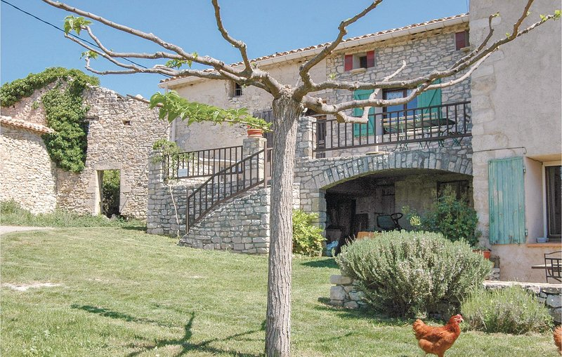 Beautiful home in Sainte Croix-à-Lauze with 1 Bedrooms (FPA019), casa vacanza a Vacheres