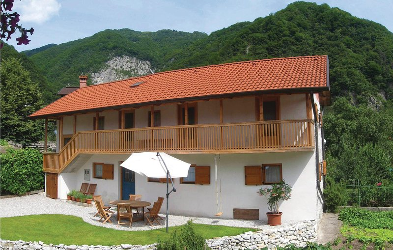Awesome home in Tolmin with WiFi and 3 Bedrooms (SER005), holiday rental in Tolmin