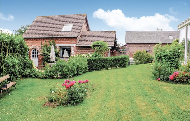 Stunning home in Luneray with WiFi and 1 Bedrooms (FNS056), location de vacances à Auzouville-sur-Saâne