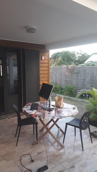 Spacious house with sea view & Wifi, holiday rental in Saint-Leu