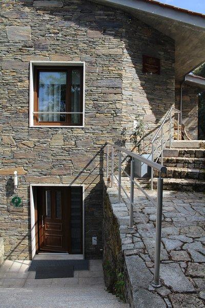 Property with mountain view, location de vacances à Braganca District