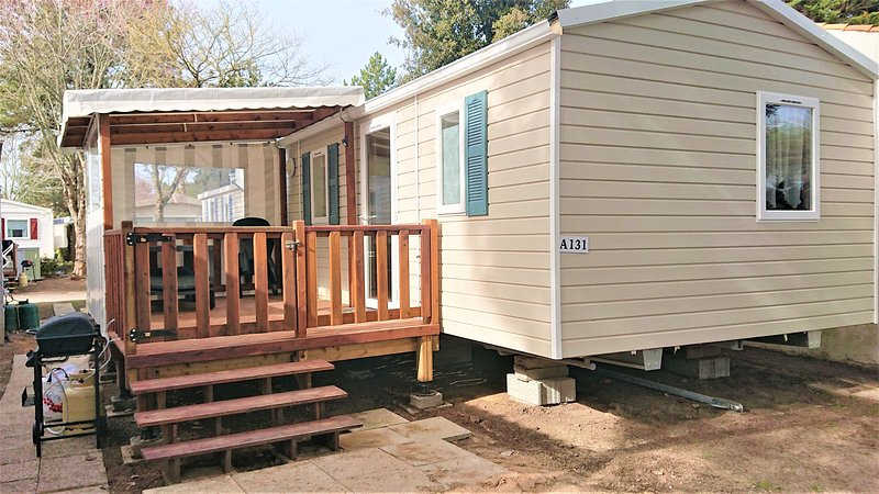 131. Mobil Home 2 chambres, vacation rental in Saint-Jean-de-Monts