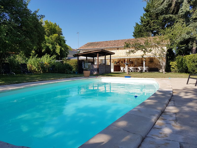 Country house with pool, vacation rental in Vienne