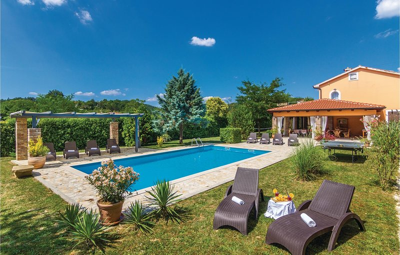 Awesome home in Cerovlje with WiFi and 4 Bedrooms (CIL543), casa vacanza a Cerovlje