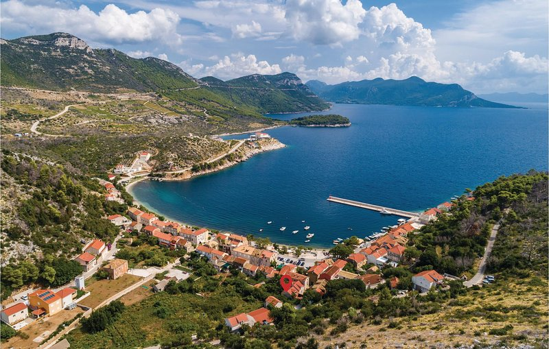 Stunning home in Trstenik with WiFi and 2 Bedrooms (CDP187), holiday rental in Trstenik