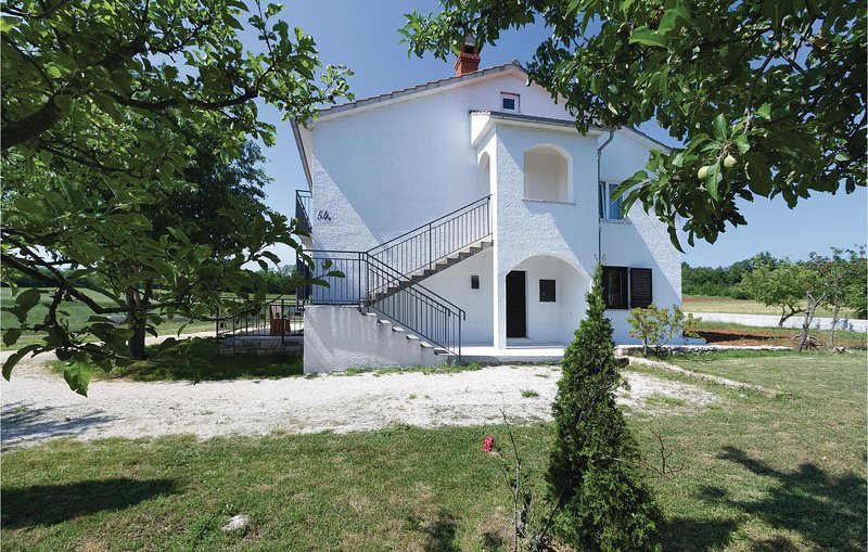 Amazing home in Tinjan with WiFi and 2 Bedrooms (CIL560), holiday rental in Mofardini