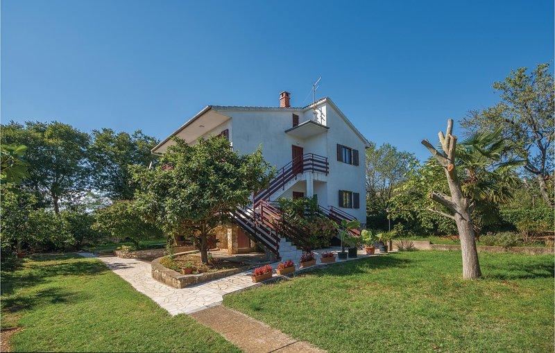 Nice home in Kastelir with WiFi and 2 Bedrooms (CIL535), holiday rental in Kastelir
