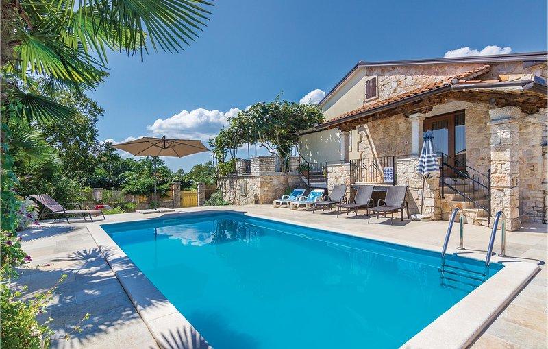 Stunning home in Puzari with WiFi and 4 Bedrooms (CIL664), alquiler de vacaciones en Sveta Katarina