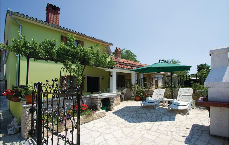 Beautiful home in Belavici with WiFi and 2 Bedrooms (CIL628), holiday rental in Bratulici