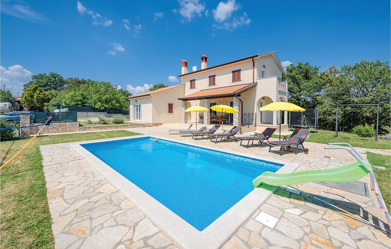 Stunning home in Bregi with WiFi and 4 Bedrooms (CIL755), holiday rental in Gracisce