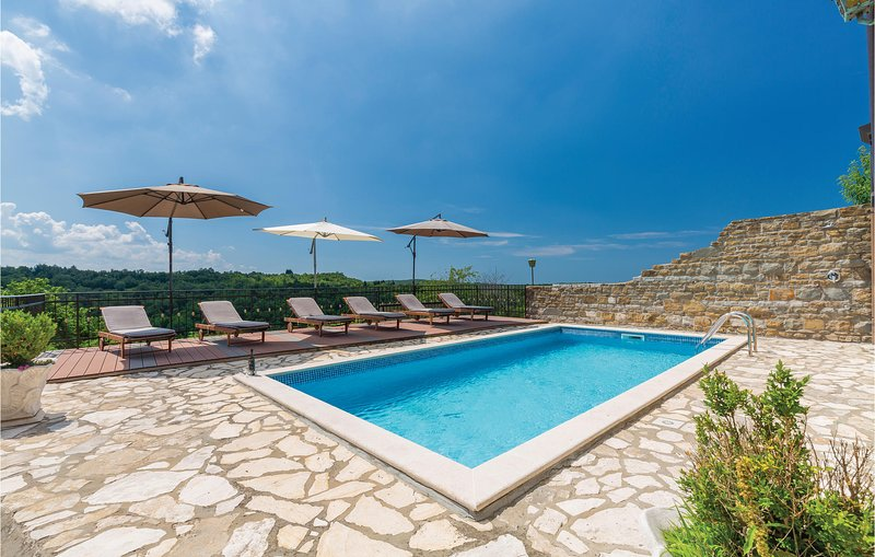 Beautiful home in Momjan with WiFi and 4 Bedrooms (CIL873), location de vacances à Momjan