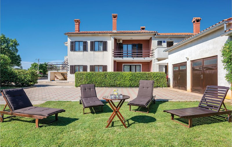 Awesome home in Barban with WiFi and 2 Bedrooms (CIL813), location de vacances à Rebici