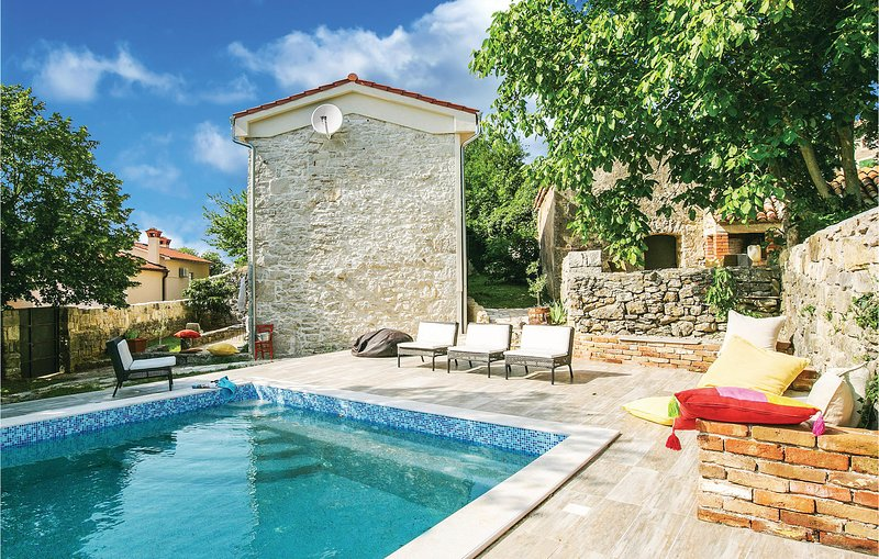 Beautiful home in Susnjevica with WiFi and 3 Bedrooms (CIO040), casa vacanza a Kozljak