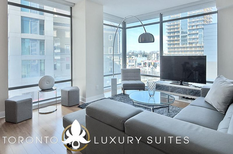 Charm - Fully Furnished Luxury Executive Condo Yorkville, alquiler de vacaciones en Toronto