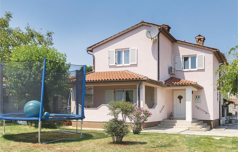 Stunning home in Marcana with WiFi and 3 Bedrooms (CIO098), holiday rental in Marcana