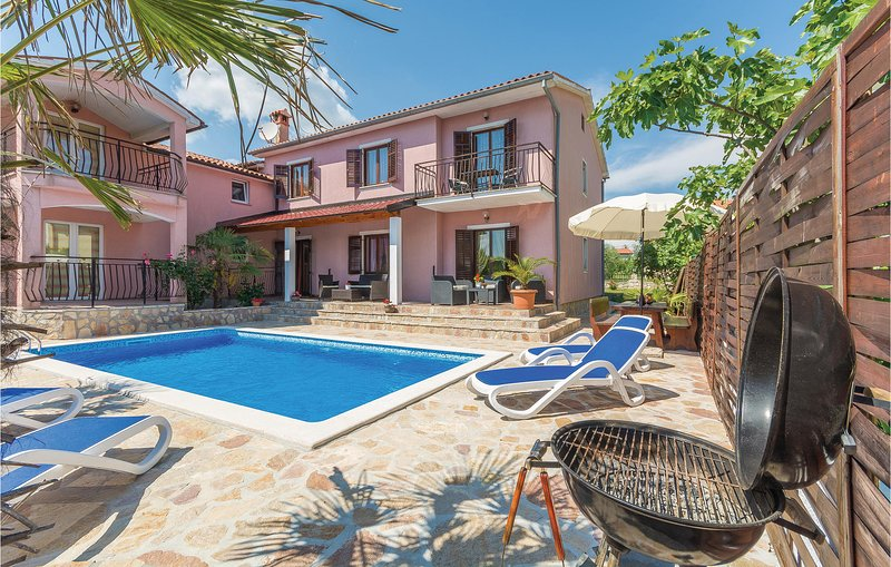 Stunning home in Labin with WiFi and 5 Bedrooms (CIO158), casa vacanza a Vinez