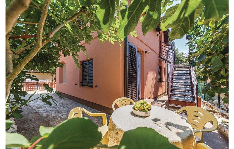 Amazing home in Pavicini with WiFi and 2 Bedrooms (CIO124), casa vacanza a Segotici