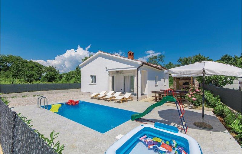 Nice home in Nedescina with WiFi and 4 Bedrooms (CIO159), location de vacances à Nedescina