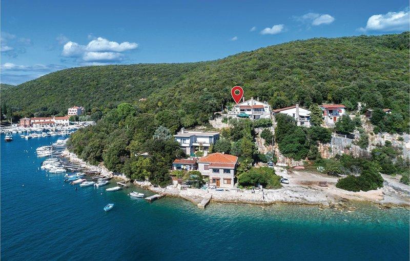 Beautiful home in Krnica with WiFi and 2 Bedrooms (CIO131), casa vacanza a Peruski