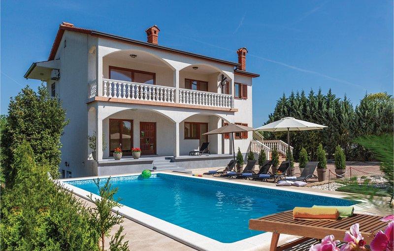 Nice home in Nedescina with WiFi and 3 Bedrooms (CIO161), location de vacances à Nedescina