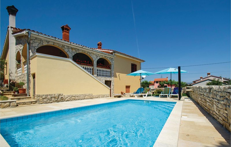 Nice home in Labin with WiFi and 3 Bedrooms (CIO115), holiday rental in Sveti Bartol