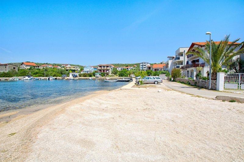 Apartment Bosiljka, holiday rental in Podglavica