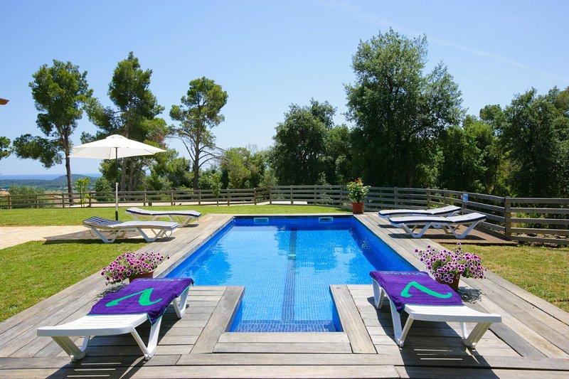 Vall-Llobrega Villa Sleeps 6 with Pool and WiFi - 5604534, vacation rental in Vall-Llobrega
