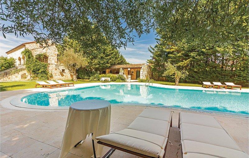 Zwembad met olympische afmetingen (CIV358), vacation rental in Bale